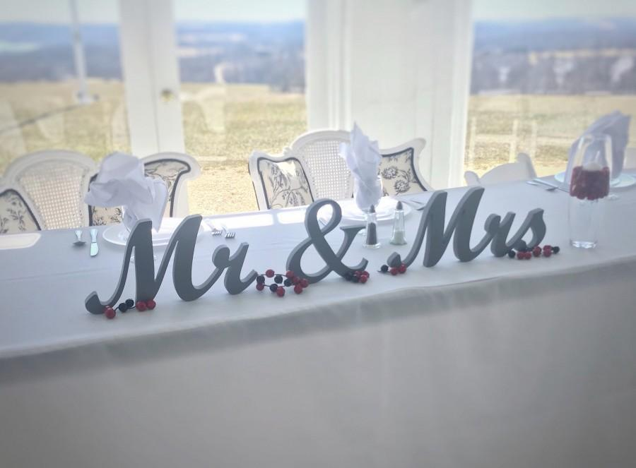 "Mariage - Large Wood Mr and Mrs Wedding Signs, Wedding Decor, Large Mr & Mrs Letters for Sweetheart Table,  7"" custom head table letters sign"