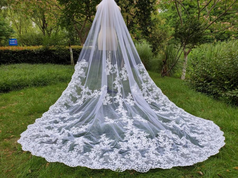 Свадьба - Luxury wedding veils / ivory lace veil /lace applique cathedral veils, long bridal veil, white vail &vomb
