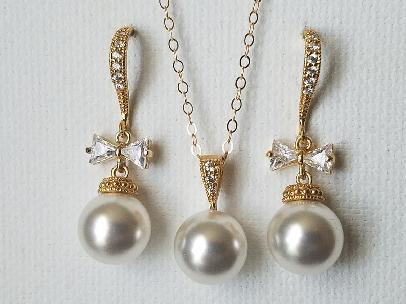 Mariage - Pearl Gold Bridal Jewelry Set, Swarovski White Pearl Earrings&Necklace Set, Bow Wedding Earrings, White Pearl Bridal Set, Wedding Jewelry