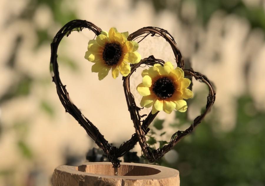 Mariage - Sunflower Hearts Cake Topper ~ Vineyard Wedding ~ Country Wedding ~ Rustic Wedding