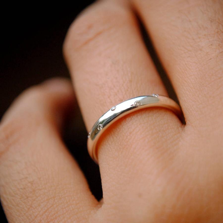 Mariage - 14K Gold Five Diamond Ring. Etoile Ring. 2.7 mm Flush Set Diamond Wedding Band. Scattered Diamond Stacking Constellation Ring. Holiday Gifts