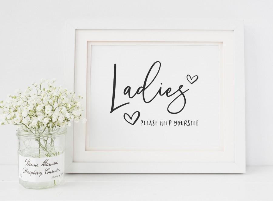 Свадьба - Ladies Wedding Bathroom Basket Sign - Toiletries Basket Printable Sign - Please Help Yourself - Wedding Toilet Basket Sign - Black and White