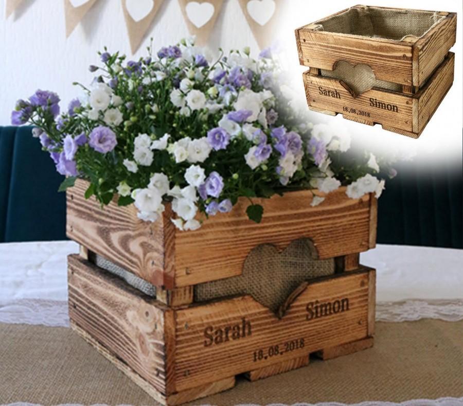Mariage - Rustic OBSTKISTE Flower Box TISCHDEKO Wedding Gift Gift Bride and Couple Personalized Wooden Vintage Wooden Anniversary Valentine