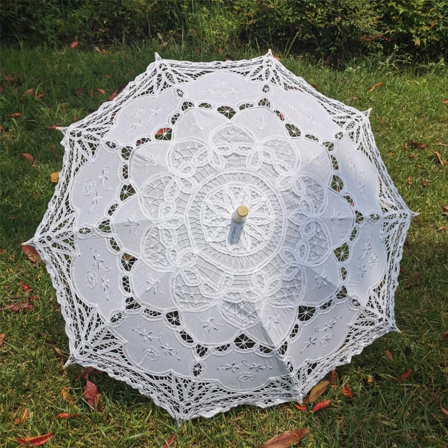 Свадьба - Handmade Artificial White Umbrella Vintage Victorian Lace Manual Opening Wedding Umbrella Black Bride Parasol For Red Wedding Sun Umbrella