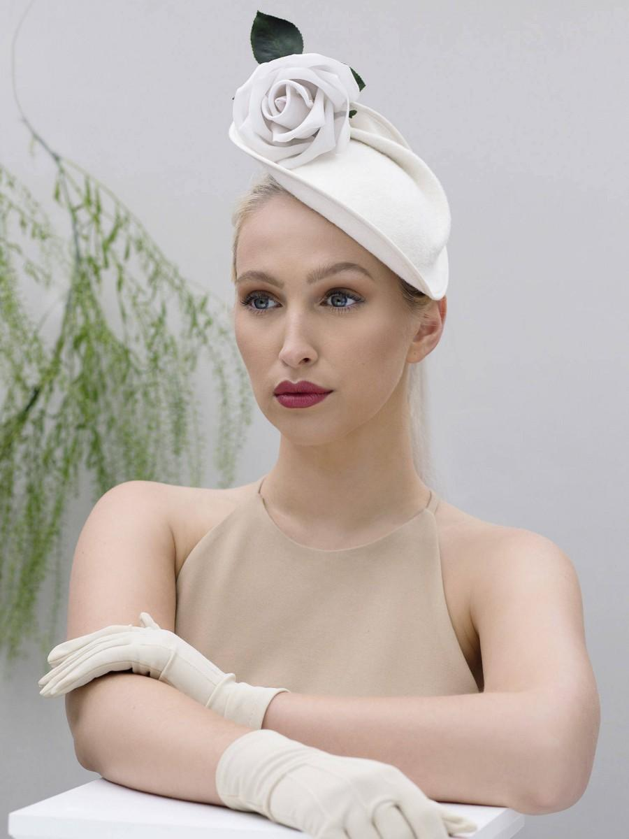 Hochzeit - Cocktail Hat, Rose Saucer Hat, Retro Style Hat, White Races Fascinator, Colours - Aiko