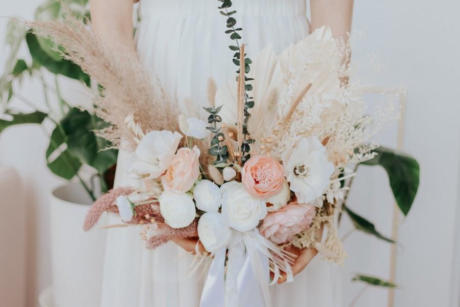 Hochzeit - Pampas Grass Bouquet / Boho Bridal Dried Eucalyptus Bouquet / Peony Bouquet Anemone Flowers