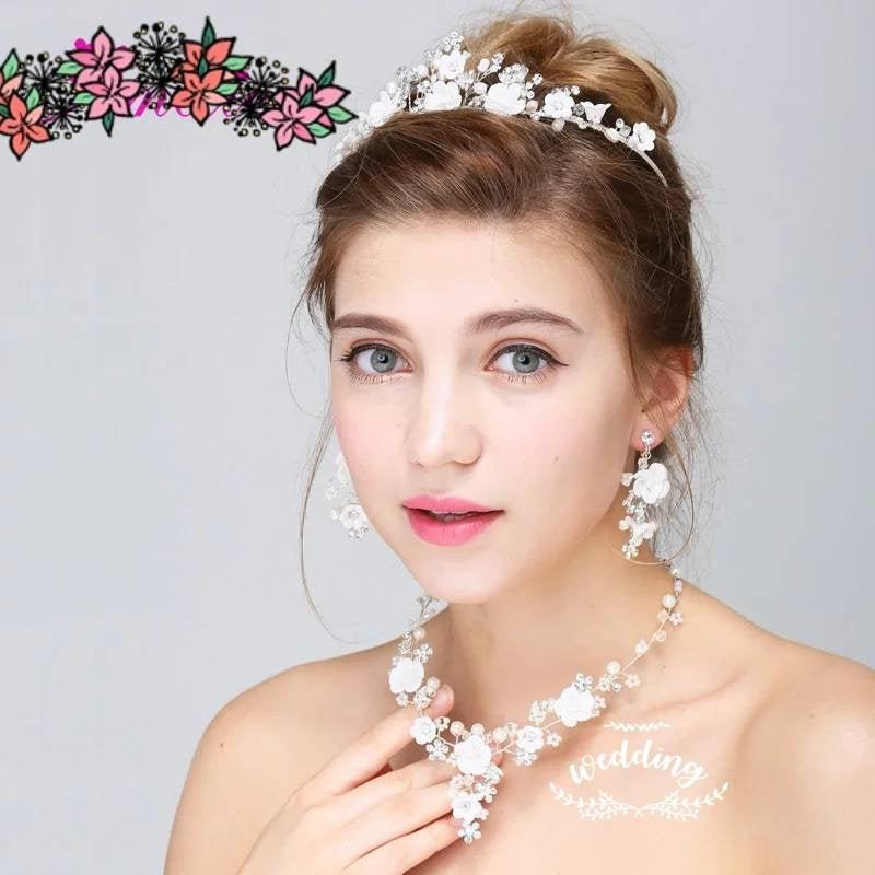 Mariage - Silver Tiara,Necklace & Earrings Set with White Flowers-Floral Bridal Jewellery-Wedding Crown Pendant Set Bridal Tiara set-Wedding Jewellery