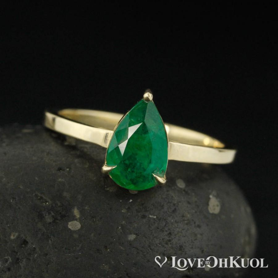 Свадьба - Gold Green Emerald Teardrop Ring - Emerald Engagement Ring - 10kt Yellow Gold