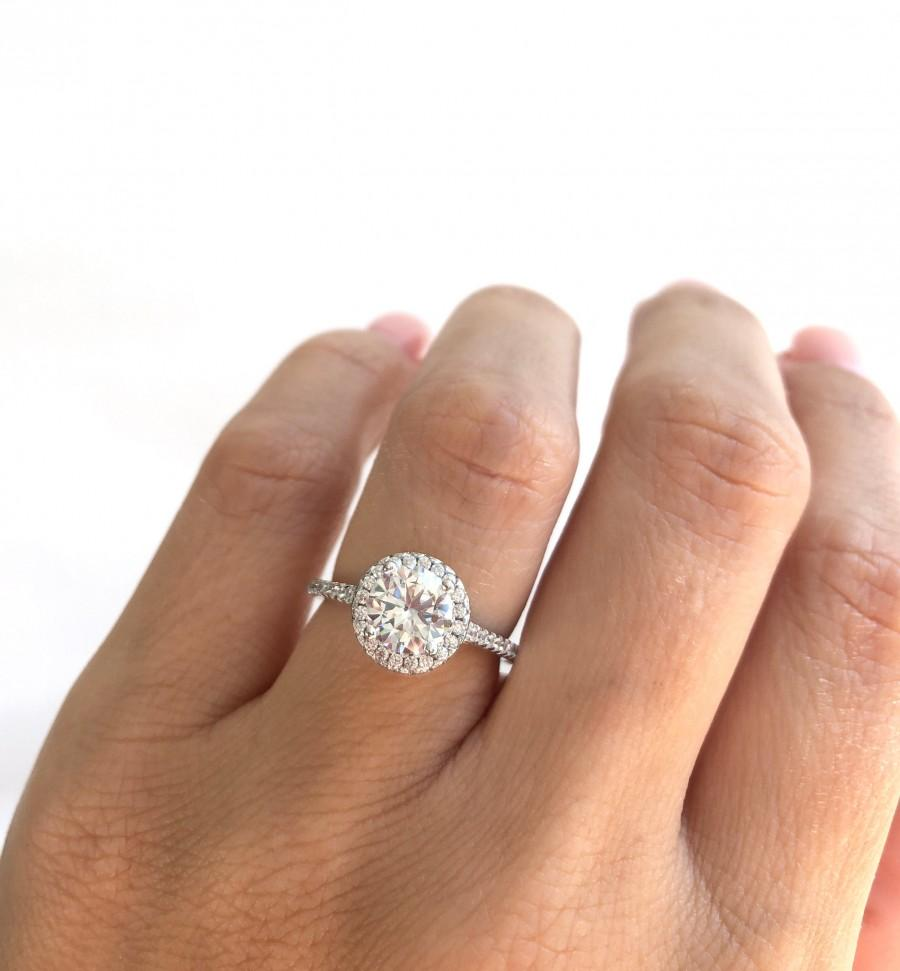 زفاف - 1.5 ctw Round Classic Halo Ring. High Quality Engagement Ring. Round Cut Solitaire Ring. Sterling Silver Engagement Ring. Promise Ring.