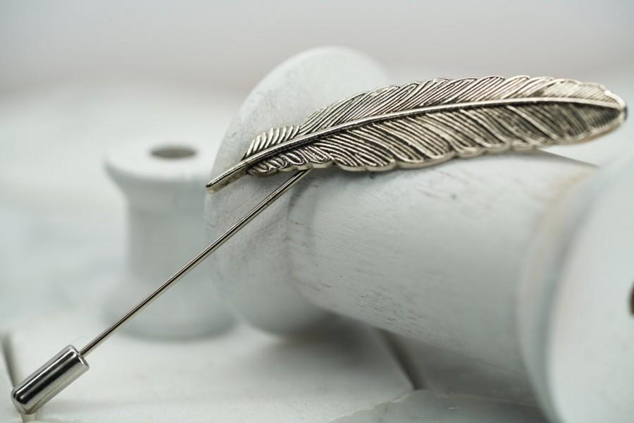 Mariage - Silver Metal Feather Lapel Pin. Mens Wedding Feather Brooch. Antiqued Silver Lapel Pins. Mens Suit Accessories. Dear Martian Accessories.
