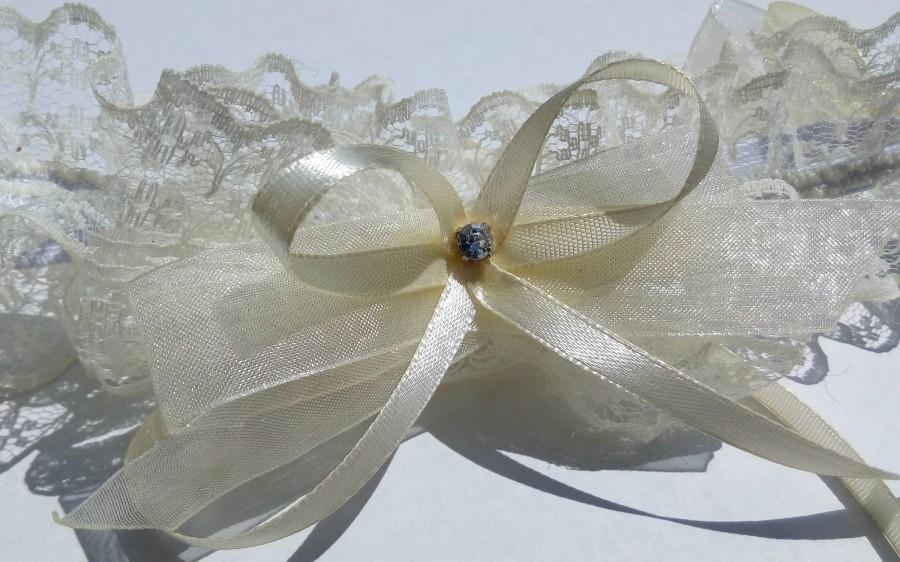 Wedding - Pretty lace garter of ecru/ivory color