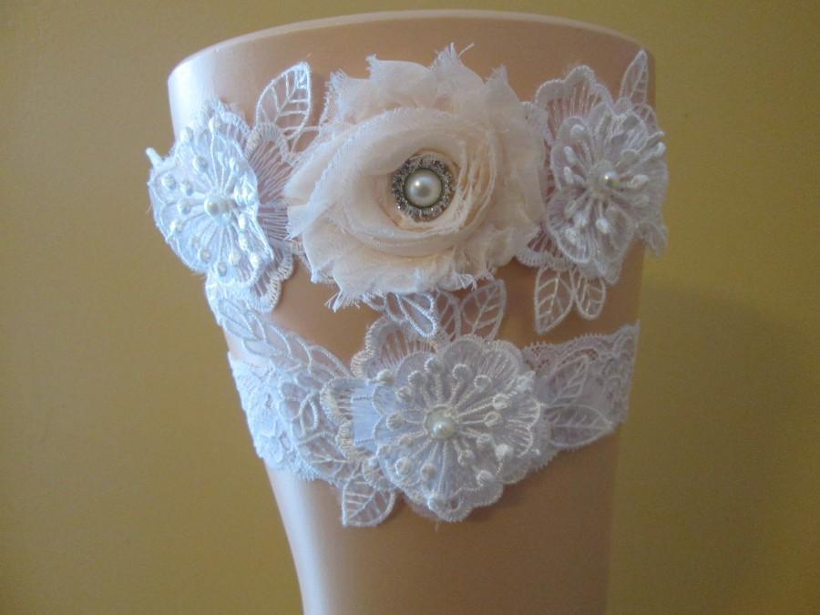 Mariage - Blush Wedding Garter Set, White Lace Bridal Garters, Floral Bride's Garter w/ Blush Rose & Pearls, Rhinestones, Blush Pink Garter