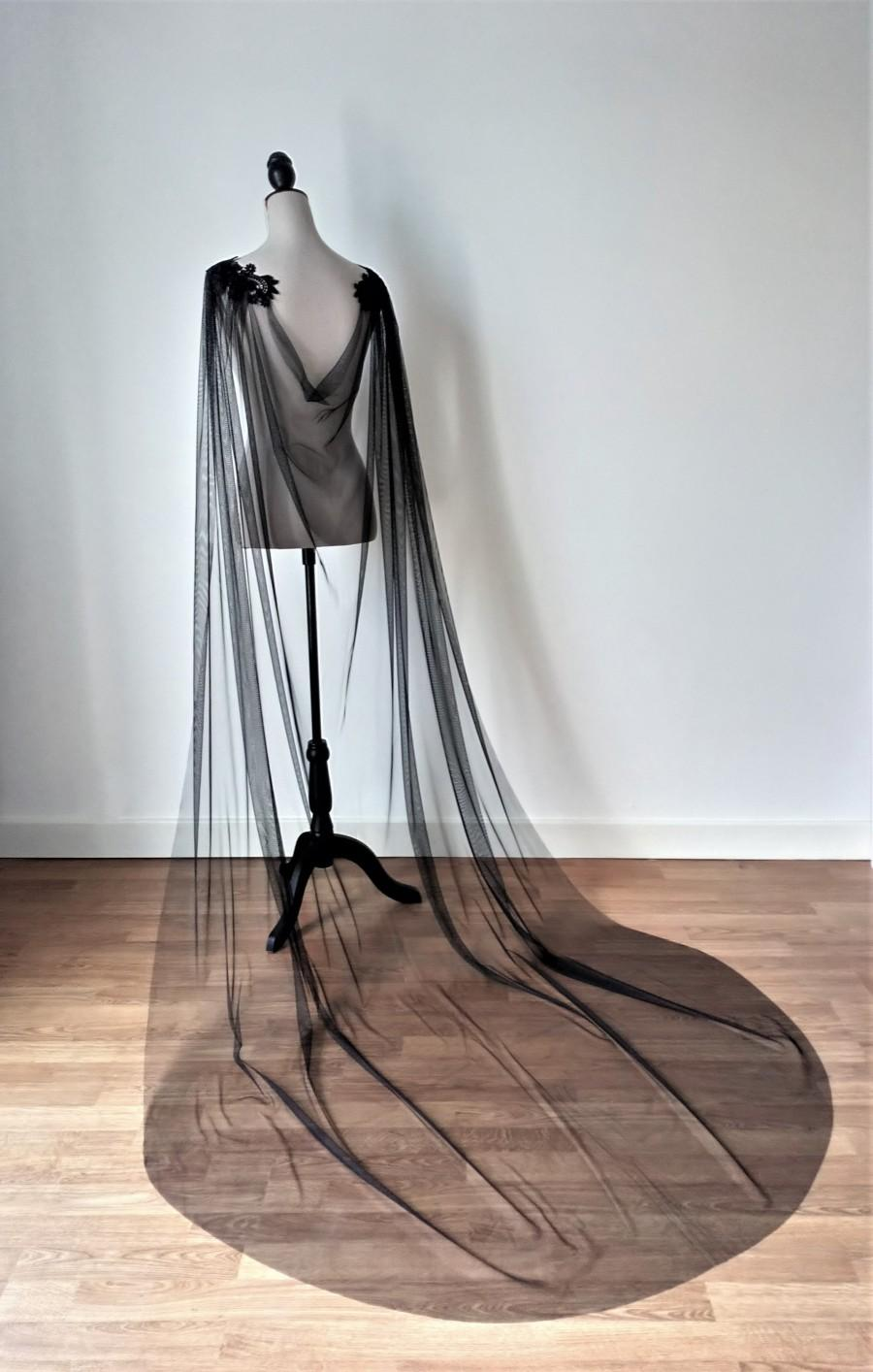 Mariage - Black Wedding Cloak, Gothic Wedding Cape, Black Tulle Wedding Cloak, Vampire Wedding, Alternative Wedding, Fantasy Wedding,Wedding Cape Veil