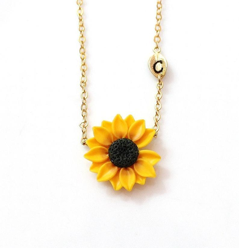 Mariage - Sunflower Necklace, Yellow Pendant, Personalized Initial Leaf Necklace, Bridesmaid Necklace, Yellow Bridesmaid Jewelry, Sunflower Flower