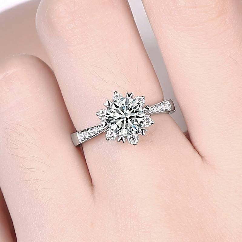 Свадьба - Snowflakes engagement ring  Simulated diamond Wedding ring Gift for girlfriend Personalized 18K gold Moissanite ring Lab created diamond