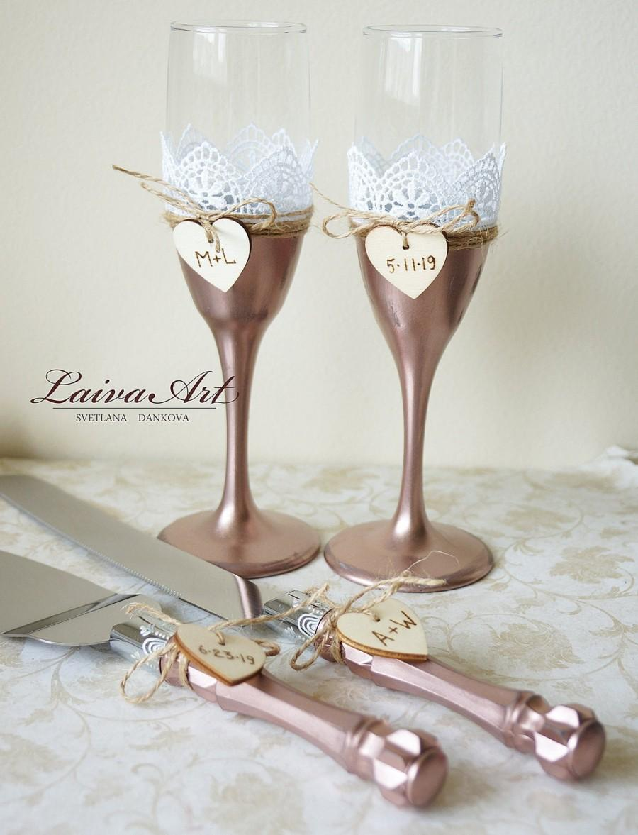 Свадьба - Rose Gold Wedding Glasses Wedding Flutes Toasting glasses Rustic  Cake Server Set Cake cutter set Cake Cutting Set of 4