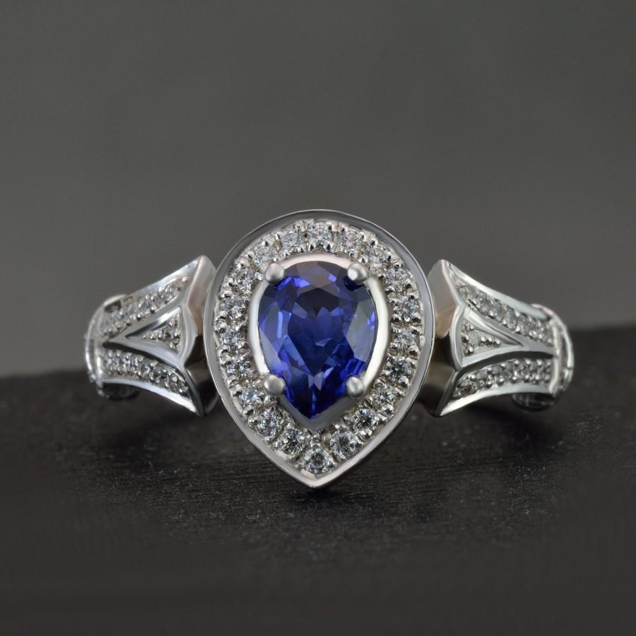 Mariage - Sapphire Ring Ceylon Sapphire Engagement Ring Sapphire Diamond Ring Sapphire Diamond Halo Ring Unique Engagement Ring in Solid Gold Vintage