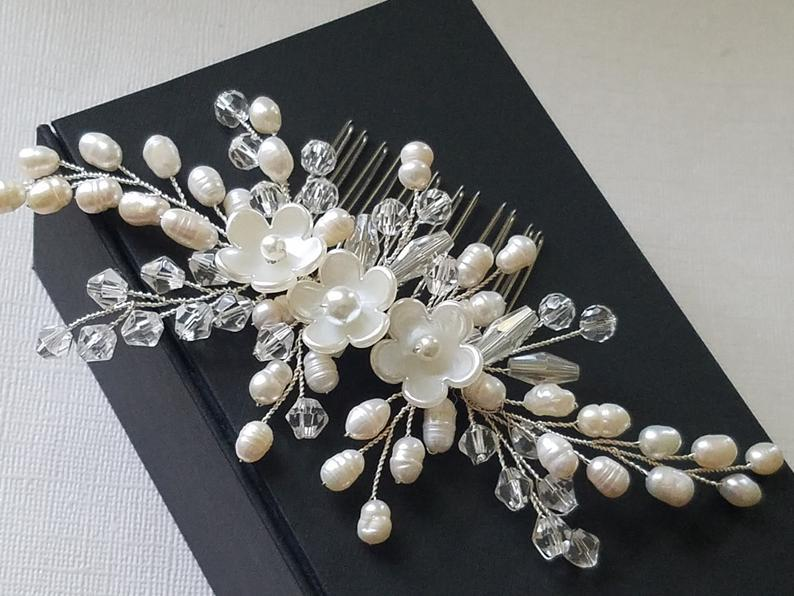 Mariage - Pearl Bridal Hair Comb, Wedding Pearl Crystal Hair Comb, Bridal Hair Piece, Pearl Floral Headpiece Bridal Hair Jewelry White Pearl Hair Comb