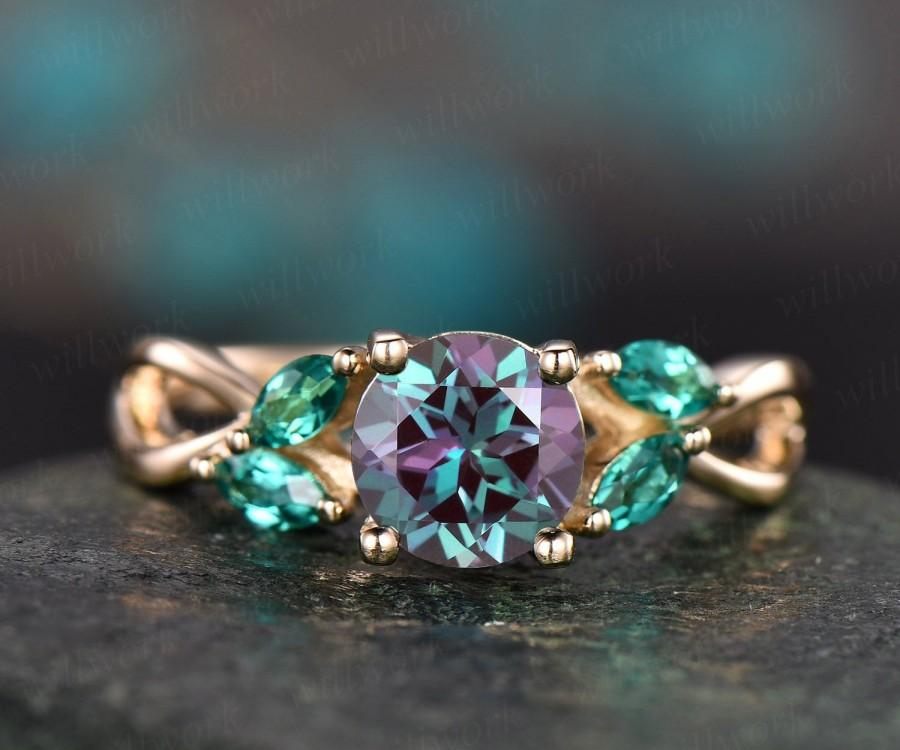 Mariage - Color change Alexandrite engagement ring yellow gold marquise emerald ring gold unique antique  art deco wedding anniversary ring jewelry