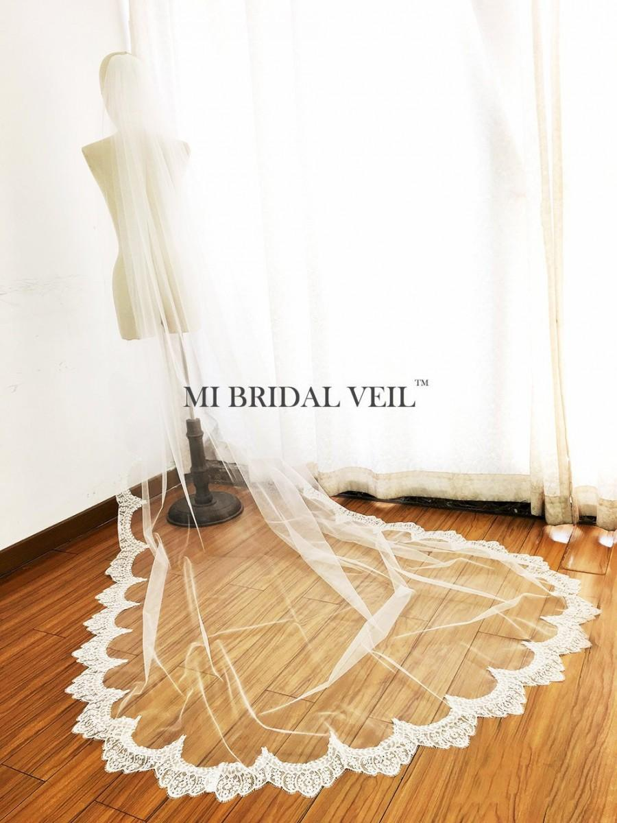 Mariage - Cathedral Wedding Veil, Chantilly Lace Veil, Eyelash Lace Veil, Chapel Veil Lace from Midway, Boho Lace Wedding Veil, Mi Bridal Veil