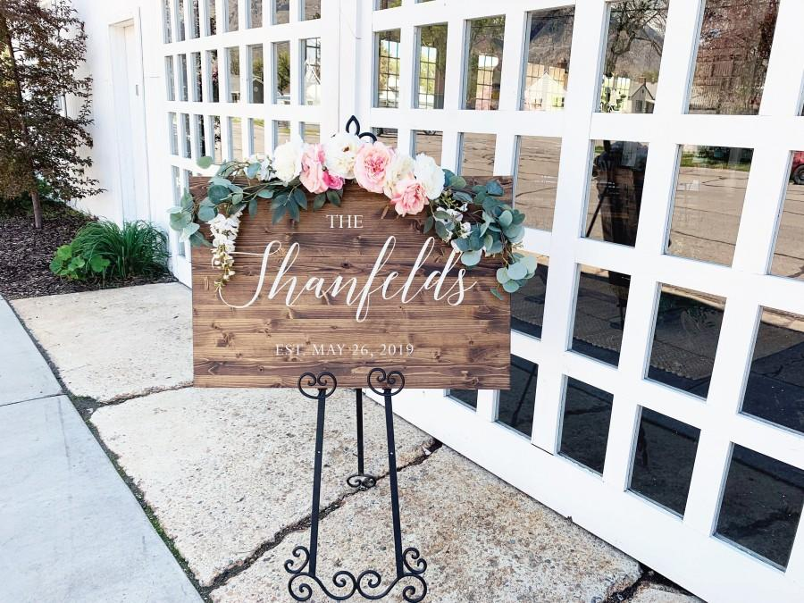 Hochzeit - Last Name Wedding Welcome Sign - Rustic Wood Wedding Sign - Chantilly Collection