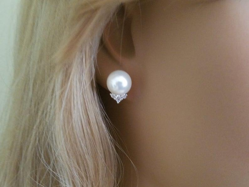 Свадьба - White Pearl Bridal Earrings, Swarovski 10mm Pearl Earring Studs, Wedding Pearl Earrings, Wedding Bridal Jewelry, Pearl Silver Earring Studs