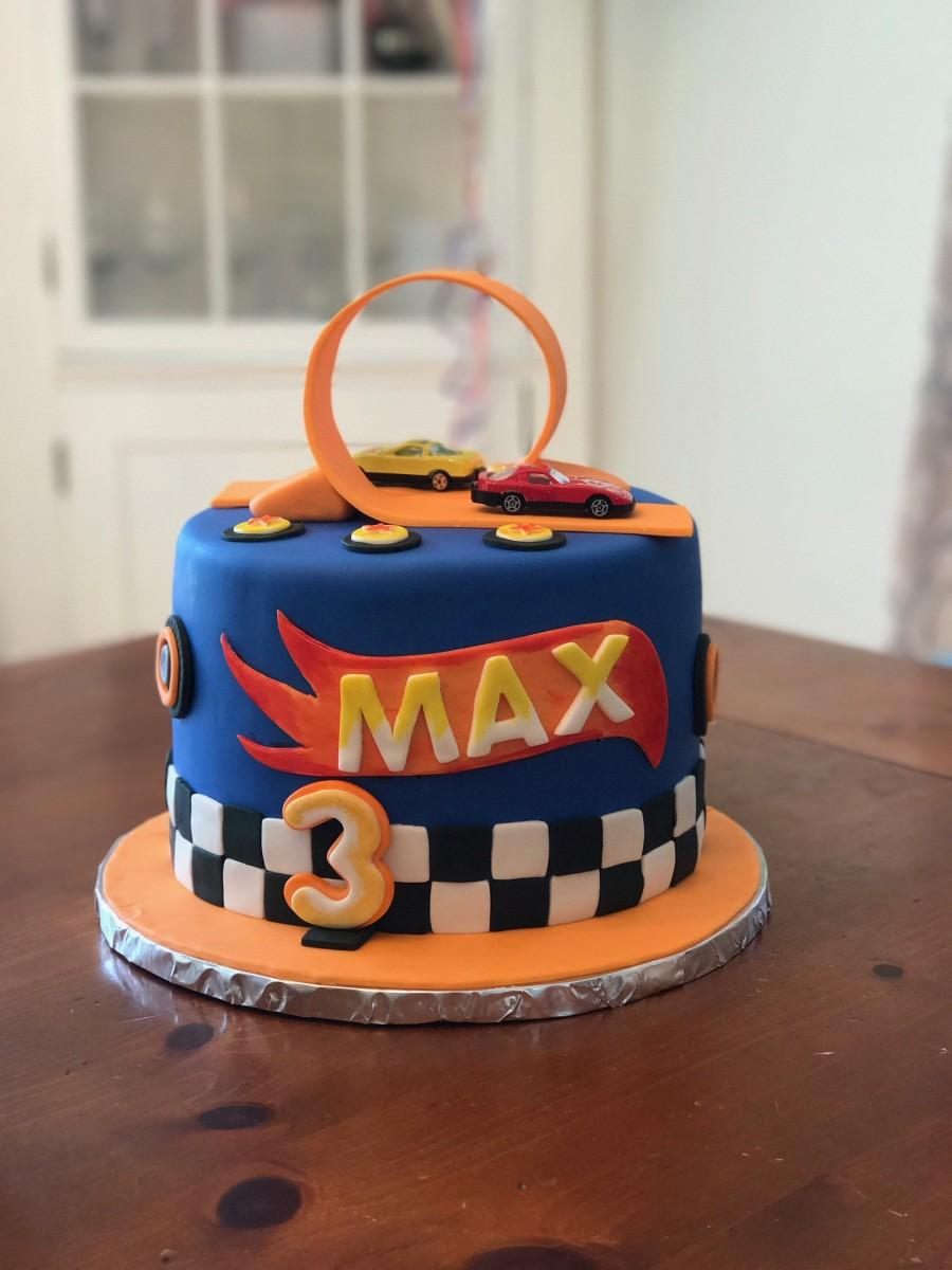 Mariage - Hotwheels fondant caketopper set with race track loop, hotwheels logo flame for child's birthday or hot wheels lover.