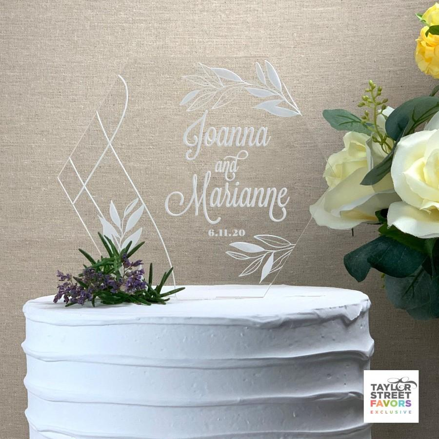 Mariage - Springtime Garden Cake Topper Engraved,  Geometric Acrylic Custom Cake Topper for Weddings, Anniversary Cake Topper