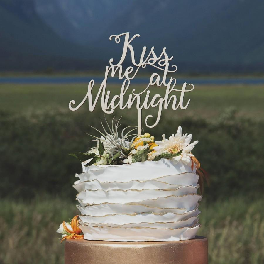 Свадьба - Kiss me at Midnight Cake Topper, Winter Wedding Cake Topper, New Years Eve wedding, Christmas wedding cake topper