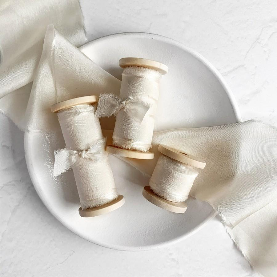 Hochzeit - IVORY Silk Ribbon, Hand Dyed Silk Ribbon, 3 yards, Perfect for Bouquets, Invitations, Wedding decor and stationary, Gift wrapping