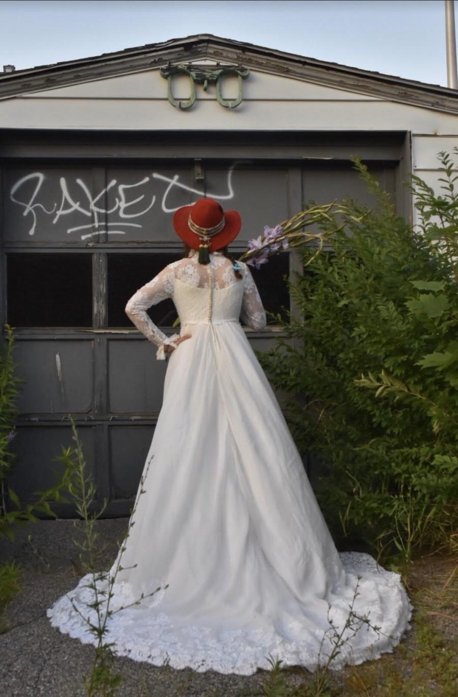Hochzeit - 60s Alfred Angelo ft. Edythe Vincent, Lace Wedding Dress