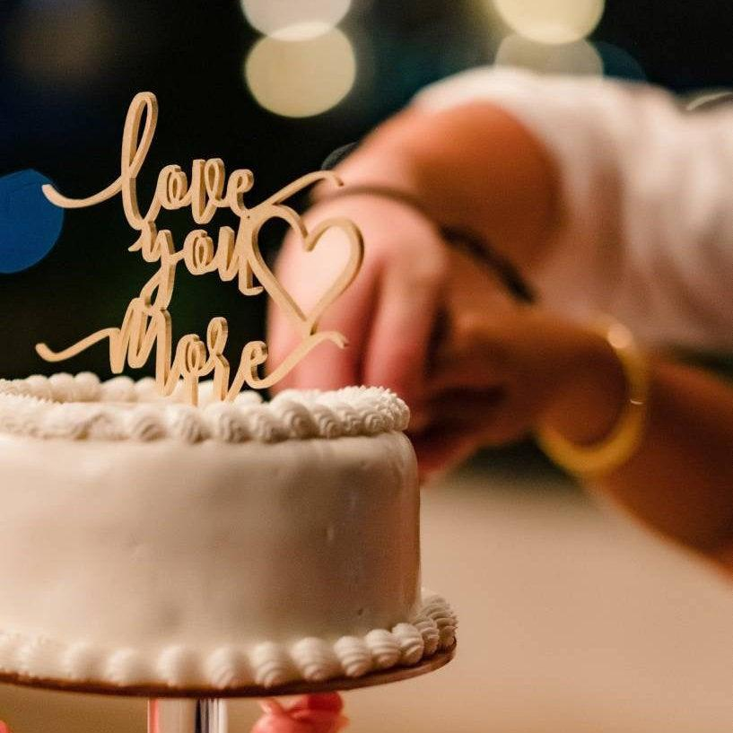 زفاف - Love You More Cake Topper, Wedding Cake Topper, Wood Cake Topper, Rustic Cake Topper, Personalized Cake Topper, Wood Sign, Wedding Decor