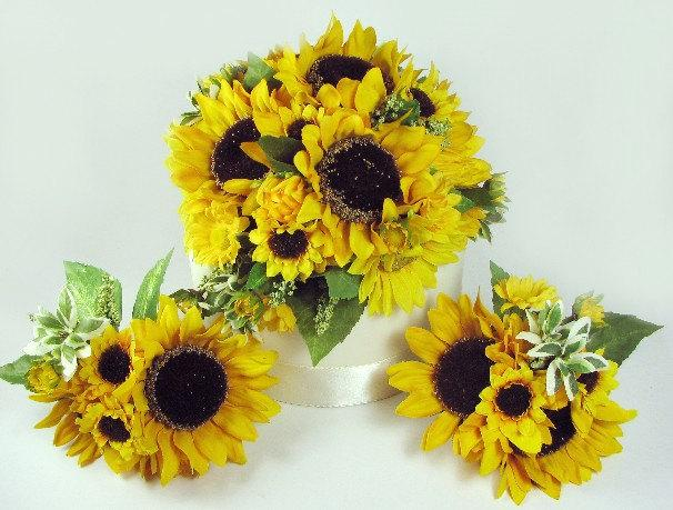 Mariage - Lifelike Silk Sunflower Cake Topper for Autumn and Fall Rustic Weddings