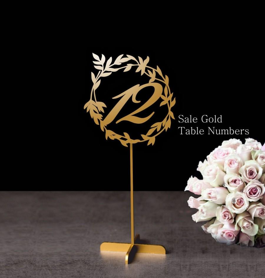 Mariage - Wedding table numbers. Wedding signs. Table numbers gold. Rustic signs. Table decoration. Numbers with base.Wood table numbers