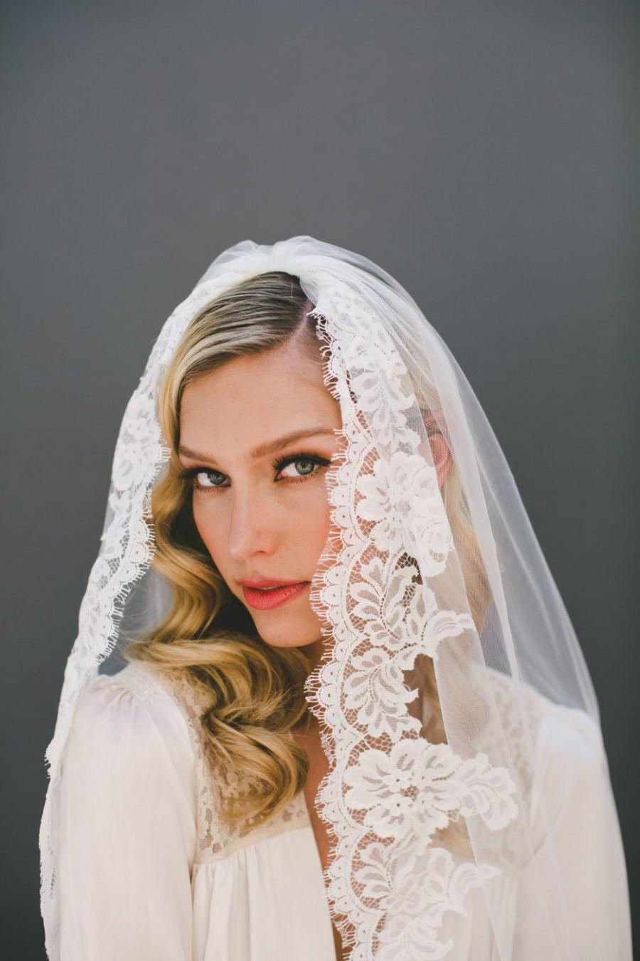 Свадьба - Mantilla Veil-Ivory Lace Veil-Eyelash fringe Lace-Chapel Veil-Simple Wedding Veil-Soft Wedding Veil-First Communion Veil-Church Veil-  1573