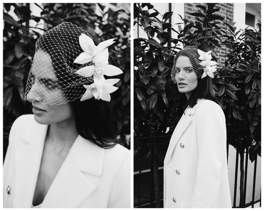 Hochzeit - White Flower Veil // Vintage Bandeau Birdcage Veil // Retro Headpiece // Bridal Fascinator