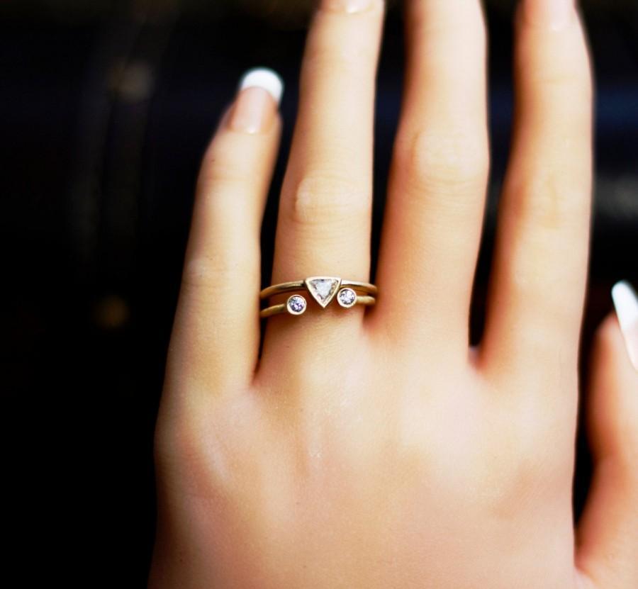 Свадьба - Diamonds 14k gold ring set- trillion& brilliant round cut diamonds bezel stackable ring