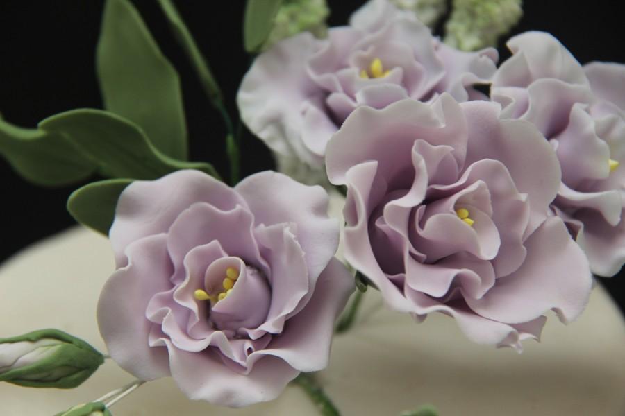 Свадьба - Lilac lisianthus ... Handmade edible wedding cake flowers toppers.edible cake decorations. sugar flowers  fondant , gumpaste
