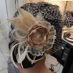Hochzeit - Champagne Rose & Ivory Peacock Feather Fascinator, Nude- Beige Bridal Flower Head Piece, Bandeau Veil, Rustic- Country Bride, Kentucky Derby