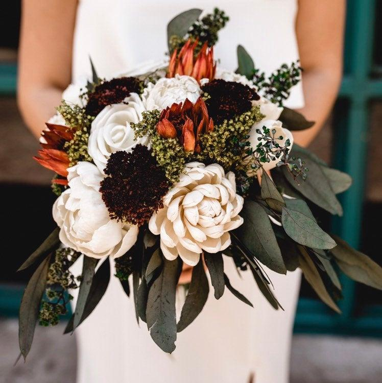 Mariage - Sola White Bridal Bouquet, Dried Bridal Bouquet, Wild Greenery Bouquet, Boho Bouquet, Wedding Flowers, Dried Flowers, Wedding bouquet