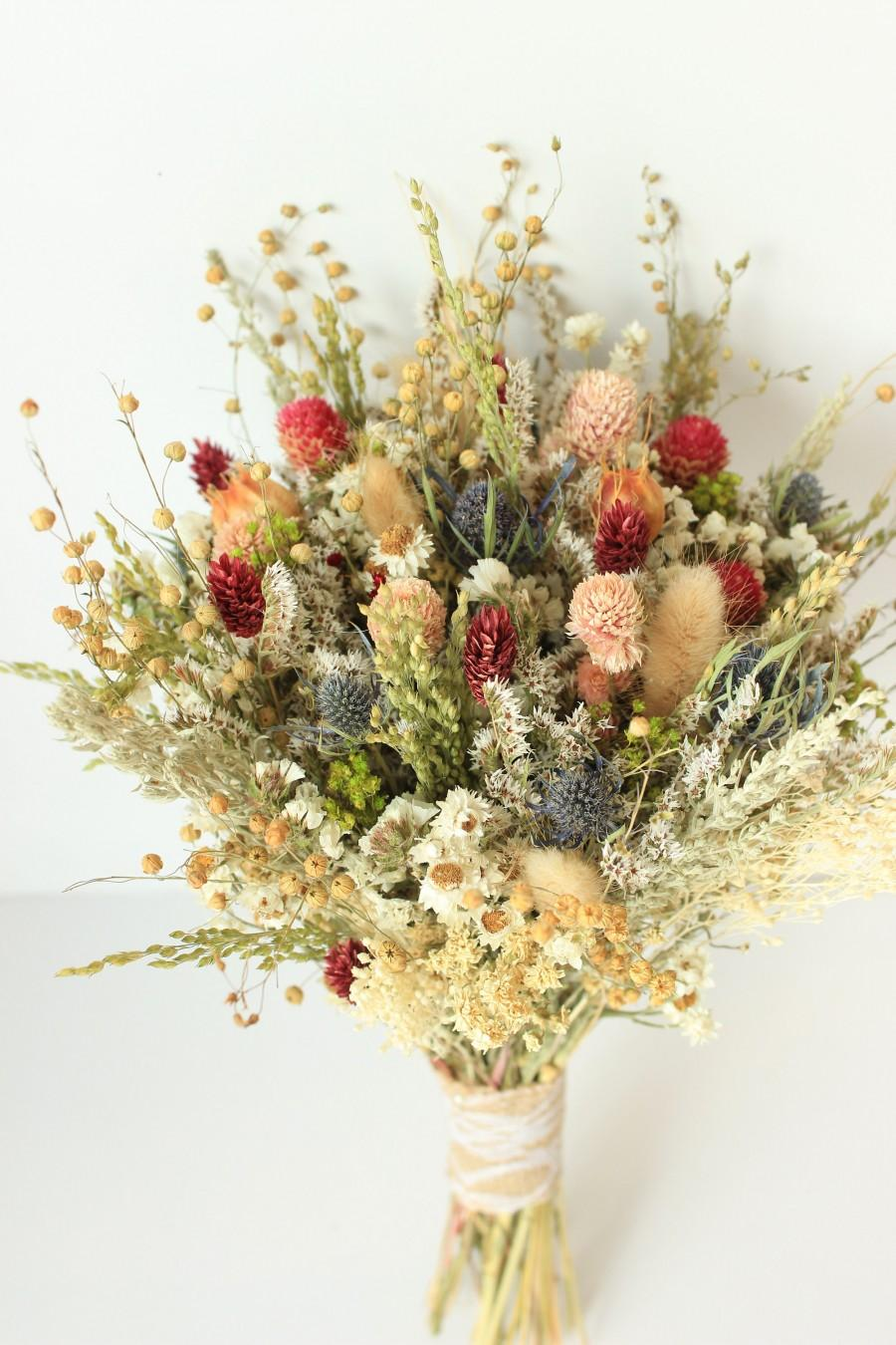 Mariage - Blue Thistle Burgundy Dried Flowers /Preserved Daisy Flowers Greenery Bouquet /Mix of Blush Peach flowers / Fall Winter Bridal bouquet