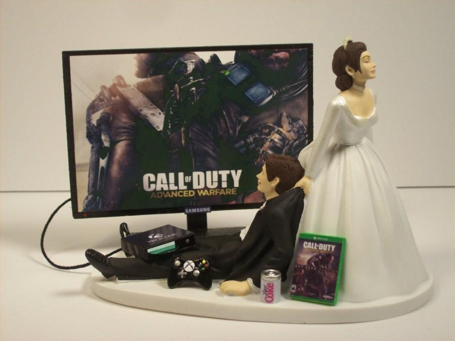 Hochzeit - NEW Gamer Funny Wedding Cake Topper COD w/cord Adv War Video Game Gaming Junkie Addict Charming Rehearsal Groom's Brown Hair