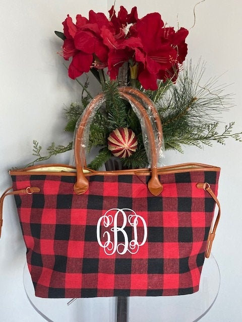 Свадьба - MONOGRAMMED Buffalo Plaid Bag, Red and Black, Bridesmaid bag, Personalized gift, bridal party gift, personalized tote bag personalized