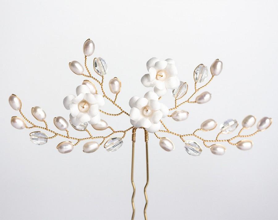 Wedding - White flower hair pin Wedding hair pins Gold hair pin Flowers hair pin Wedding pearl hair pin Crystal hair pin Bridal hair pin 672
