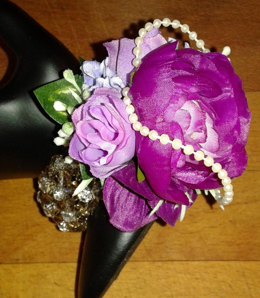 Свадьба - Prom caorsage bracelet, Wedding Wrist Corsage, silk flower corsage, Purple and lilac corsage, graduation