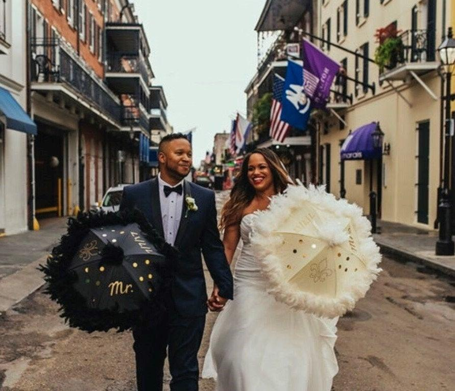 Mariage - Bride and Groom New Orleans Wedding Second Line Umbrellas- set of 2- MEDIUM or LARGE size- wedding parasols- Mr and Mrs- white ivory black