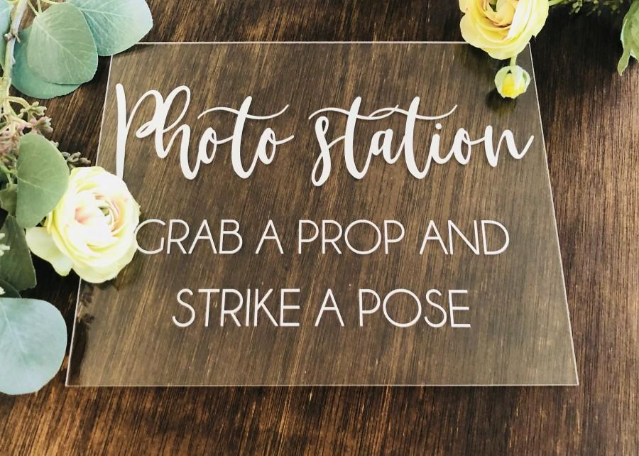 Mariage - Photo Booth Station Clear Glass Look Acrylic Wedding Sign, 8x10 Grab Some Props Lucite Table Sign