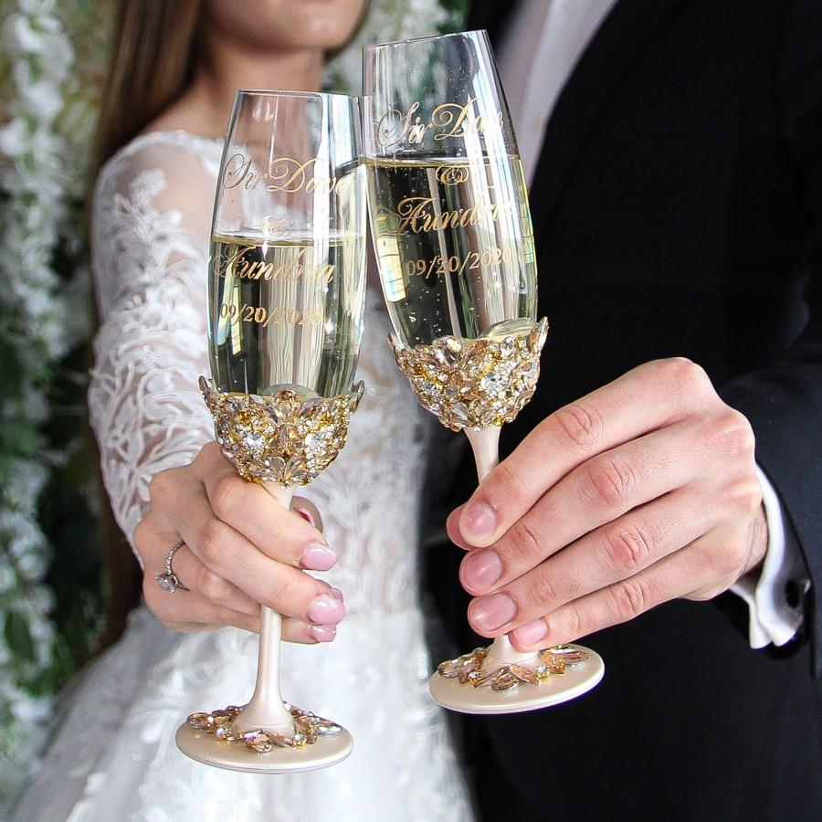 Свадьба - wedding glasses for bride and groom gold wedding flutes engraved,wedding toast champagne flutes,wedding toast set,wedding toast glasses