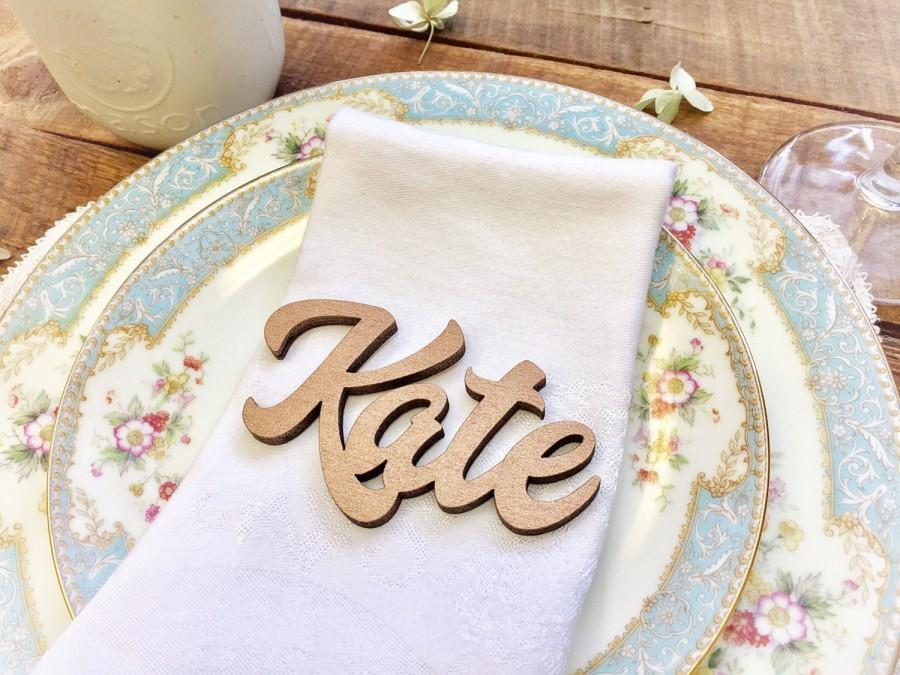 Hochzeit - Custom Name Place Setting, Laser Cut Names, Custom Place Settings, Custom Table Settings, Wood Plate Name Cutouts, Gold Wedding Table Decor