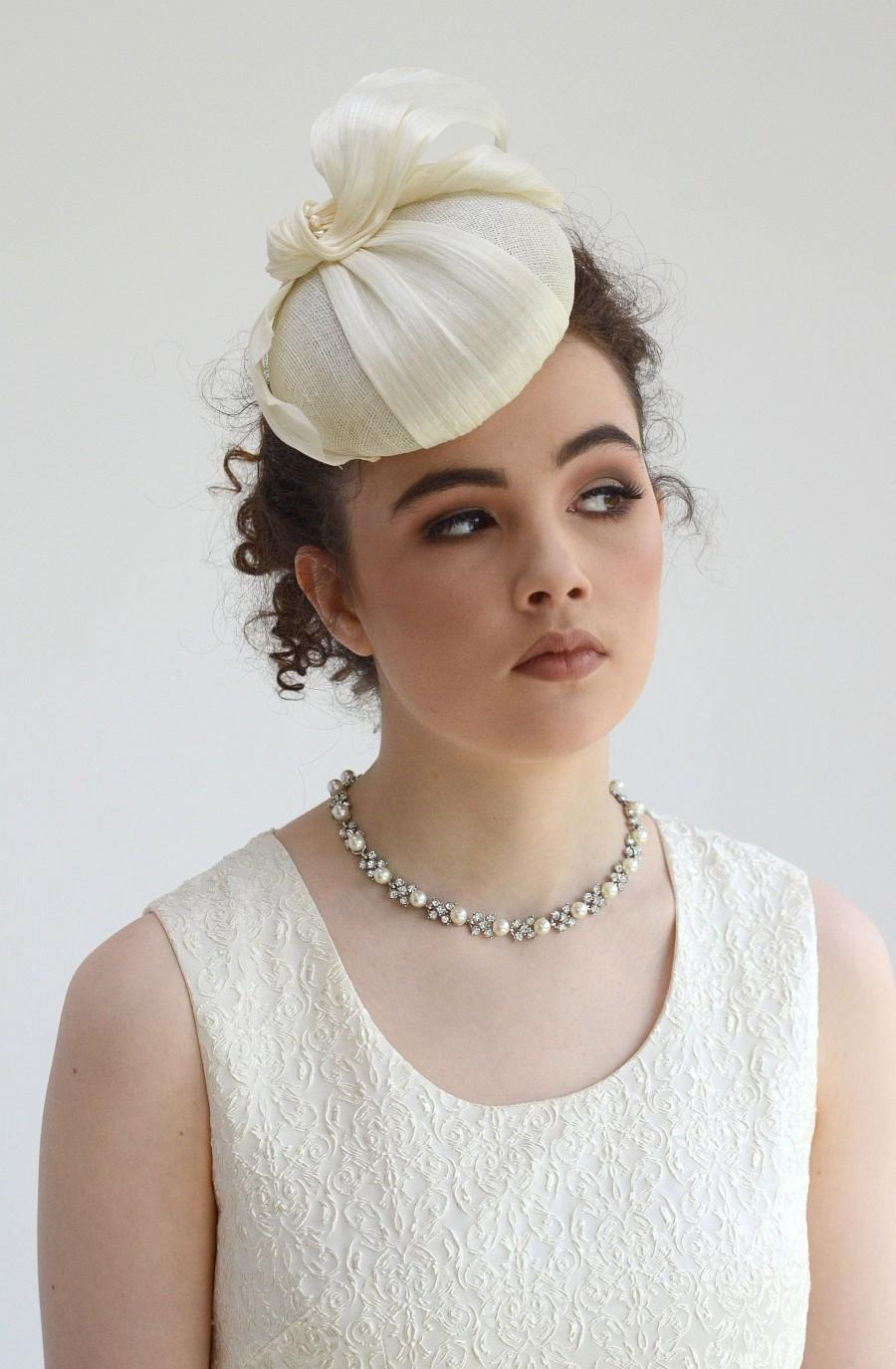 Свадьба - Ivory Cocktail Hat - Ivory Fascinator - Bridal Hat - Silk Abaca Headpiece - Ivory Wedding Fascinator - Race Day Hat - Ivory Headpiece - Casa
